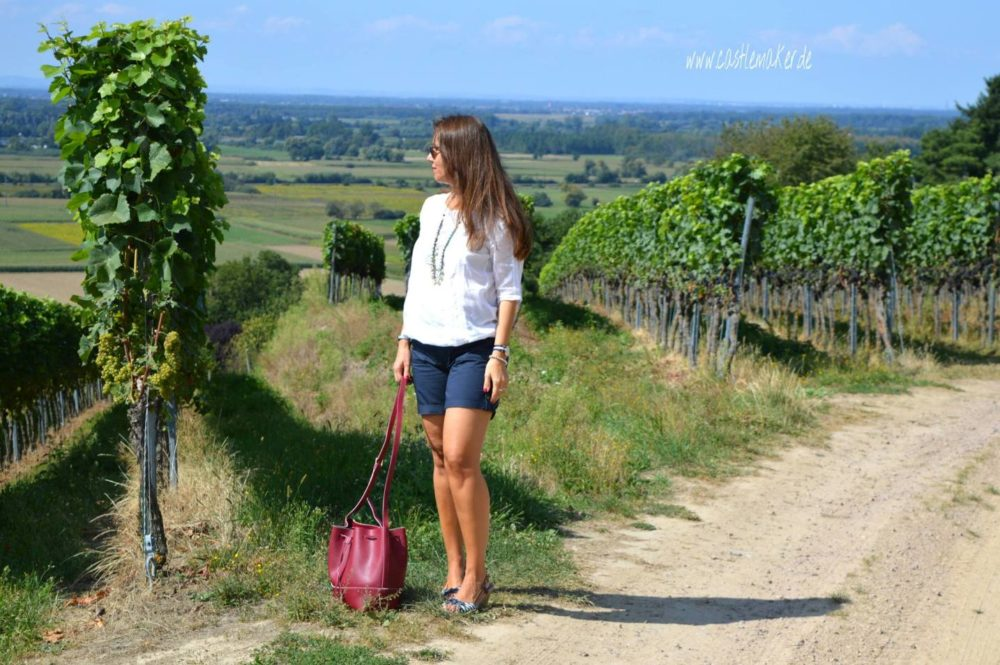 Outfit Shorts bluse Sommeroutfit fashionblog schnäppchen ssv Inspiration blau rote tasche2