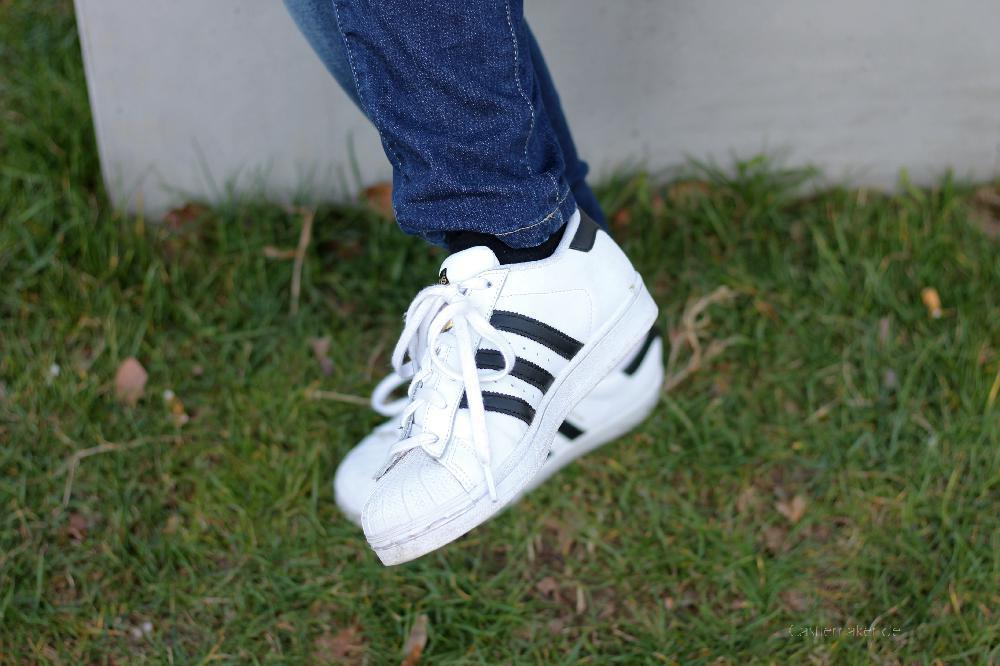 Sneakers und Lederjacke 7 styles with sneakers outfit adidas superstar castlemaker lifestyle-blog