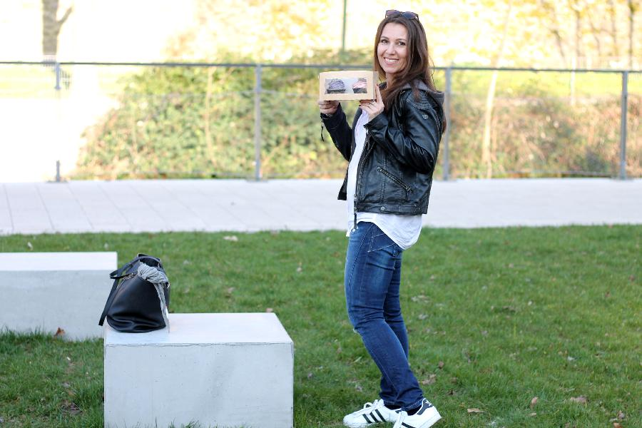 Sneakers und Lederjacke 7 styles with sneakers outfit adidas superstar castlemaker lifestyle-blog (3)