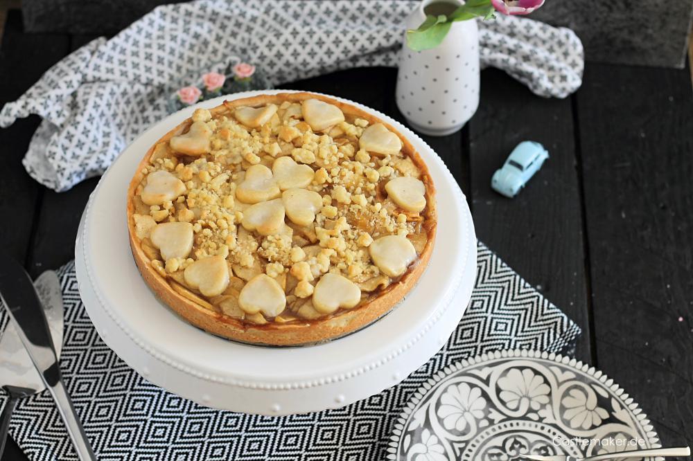Rezept veganer Apfelkuchen mit Streuseln aus der Springform Castlemaker Lifestyleblog Apfelstreuselkuchen muerbeteig