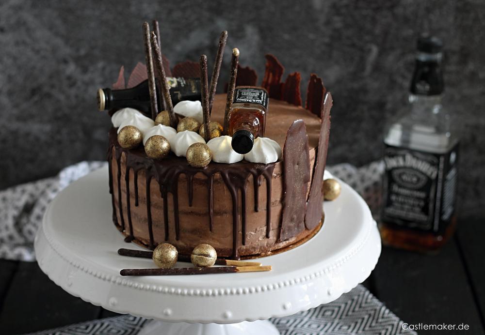 REZEPT für saftige Schokoladen-Whisky-Torte semi naked cake mit Drip jack-daniels-torte maennertorte Castlemaker Lifestyle-Blog Foodblog Torten dekorieren
