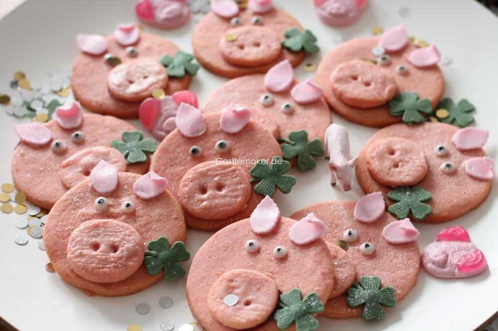 Gluecksschweinchen fuer Neujahr backen verschenken Rezept Castlemaker Lifestyle-Blog Foodblog aus Baden